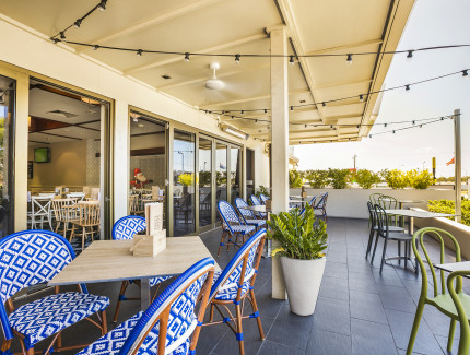 Book now for lunch or dinner at the Wynnum Tavern
