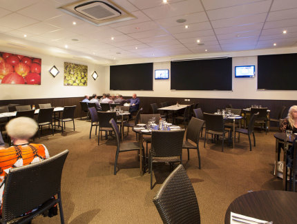 Book now for lunch or dinner at the Quality Gateway Inn in Devonport
