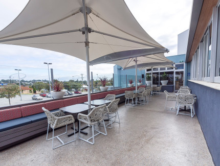 Outdoor deck is perfect for your next function in Innaloo